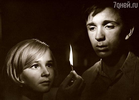 Наташа Богунова, с которой в картине «До свидания, мальчики!» мы играли любовь, была совсем ребенком — ей только исполнилось пятнадцать