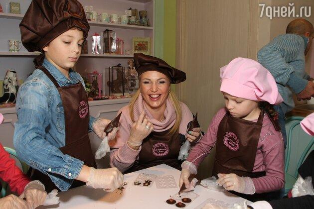 Алла Довлатов с детьми Пашей и Сашей