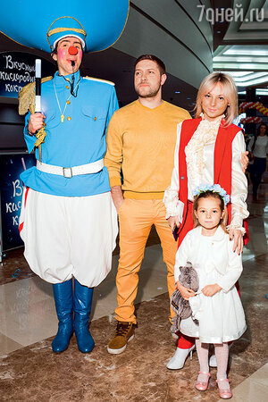 Дарья Сагалова, ее супруг Константин и дочь Лиза
