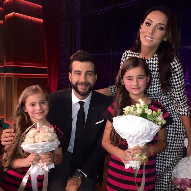 Алсу с дочерьми и Иван Ургант