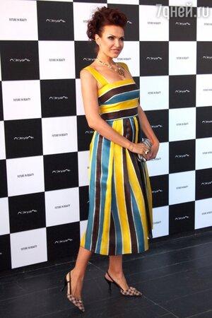 Эвелина Блёданс в платье от Dolce&Gabbana и туфлях от Prada