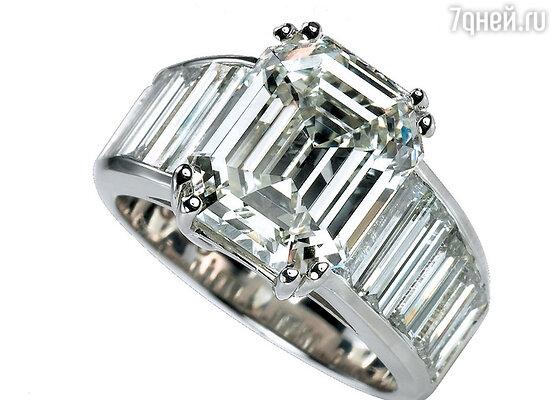 Кольцо подаренное Бредом Питтом на помолвку