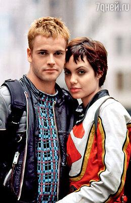 С первым мужем Джонни Ли Миллером Анджелина снималась вместе в фильме «Хакеры». 1995 г.