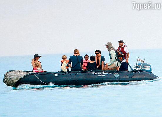 Неделю назад семейство Джоли— Питт устроило себе потрясающий отпуск наГалапагосских островах