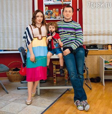 Тутта Ларсен, ее сын Лука и муж Валерий