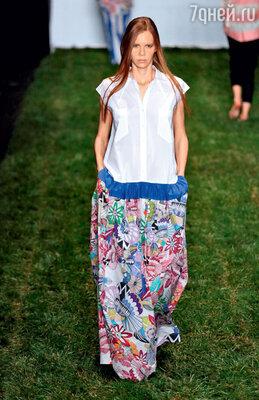 Юлия Николаева заставила моделей ходить по траве