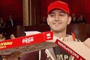 Парень из России накормил голливудских звезд пиццей