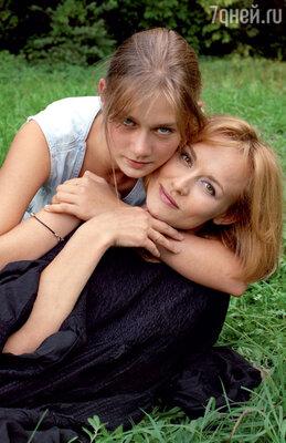 Елена Шевченко вышла замуж за Машкова, когда он не был еще ни звездой, ни секс-символом. С дочкой Машей Машковой