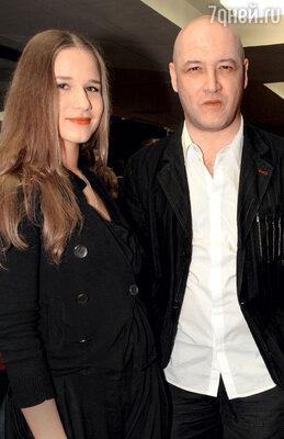 Брак Дарьи Михайловой иМаксима Суханова рухнул из-за его измены.