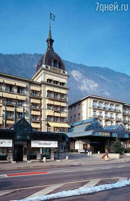 Своим названием отель, расположенный в старинном здании ХIХ века, обязан одной из самых известных местных достопримечательностей – горе Юнгфрау, в переводе означающей «девственница»