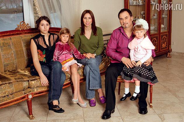 Валерий Меладзе с бывшей женой Ириной и дочерьми Ингой, Соней и Ариной