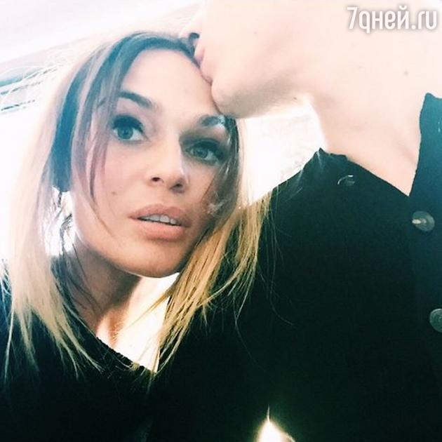 Алена Водонаева попросила фанатов не лезть в ее новые отношения