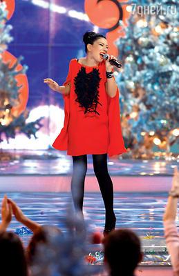 Самая новогодняя певица — Ёлка