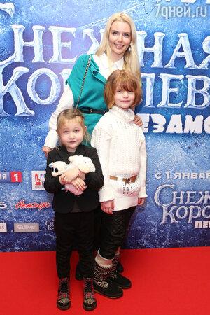 Анна Чурина с детьми