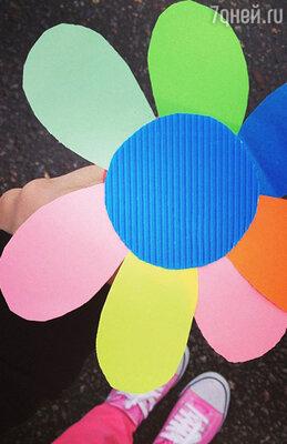 Бумажный цветок-аппликация, сделанный  двухлетним сыном Алены Водонаевой Богданом, в подарок маме на 8 марта