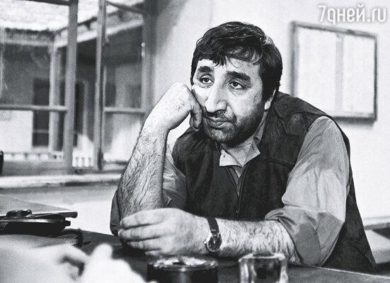 Даже в молчании Фрунзик был красноречив. Кадр из фильма Альберта Мкртчяна «Танго нашего детства», 1983 г.