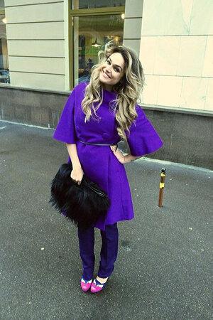 Алена Водонаева в пальто от Christian Dior и туфлях от Rodolphe Menudier