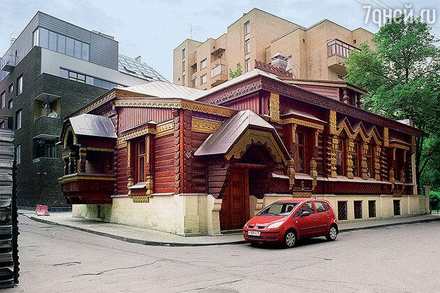 Особняк и Александра Пороховщикова