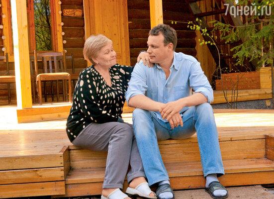 Мама Сергея Жигунова, Галина Ивановна, всегда одобряла даже самые опрометчивые решения сына. 2004 г.
