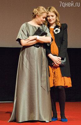 Будущую маму Надю Михалкову всячески оберегала старшая сестра Анна