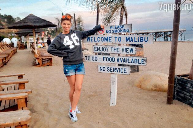 Настя Задорожная на пляже в Малибу