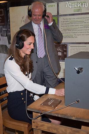 Кейт Миддлтон за шифровальным аппаратом в  Блетчли-Парке