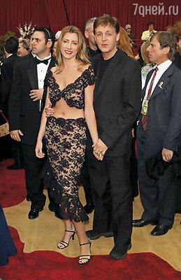 Хизер и вправду увлеклась Маккартни, он показался ей большим влюбленным ребенком. Хизер и Пол Маккартни  на вручении премии «Оскар», 2002 г.