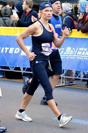 Памела Андерсон приняла участие в благотворительном забеге на 42 км