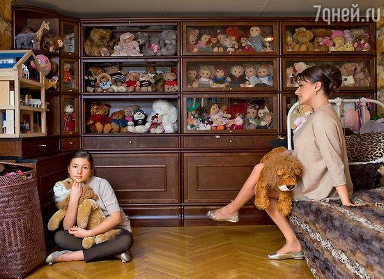 Машиной коллекции медведей (их более 150) и кукол позавидует иной коллекционер