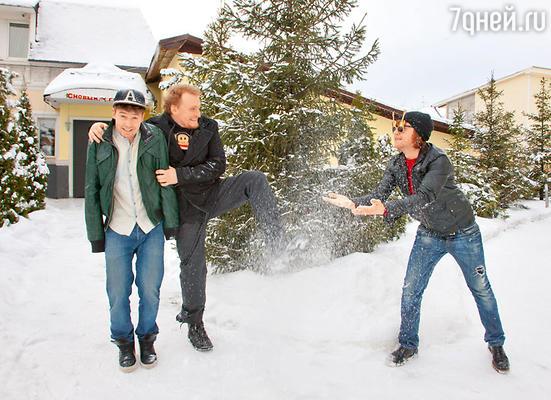 Где бы братья ни проводили новогоднюю ночь, ранним утром 1 января они спешат на дачу