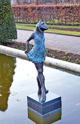 Кекенхоф украшают не только цветы, но и десятки современных скульптур