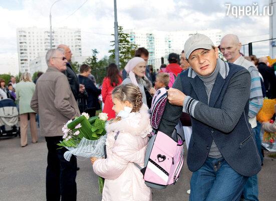 Заботливый папа настоял, чтобы дочка надела теплуюкуртку