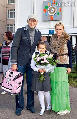 Амели с папой Маратом и мамой Лизой
