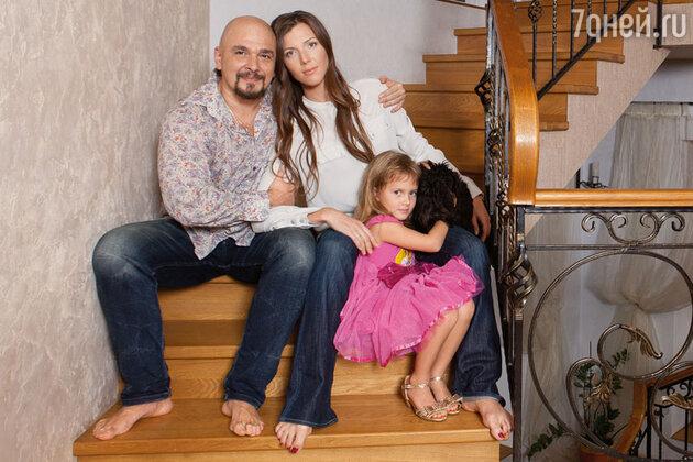 Сергей и Анастасия Трофимовы с дочерью  Лизой
