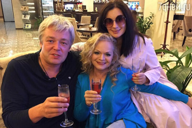 Александр и Екатерина Стриженовы с Ларисой Долиной