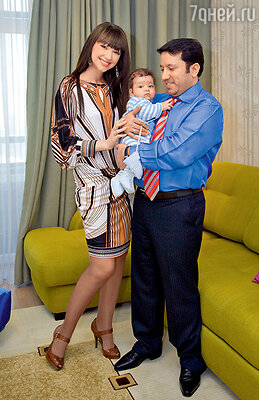 Согдиана с первым мужем Рамом и сыном Арджуном...