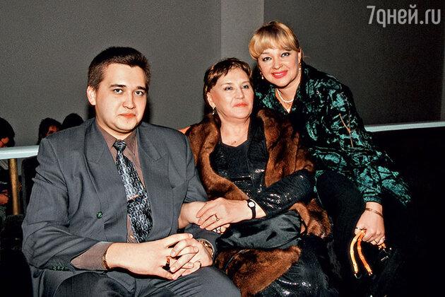 Нонна Мордюкова с Натальей Гвоздиковой и ее сыном Федором