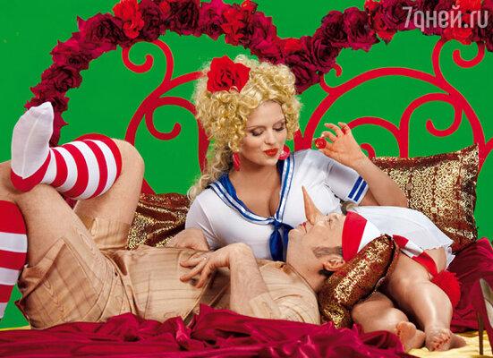 В новой сказке Буратино (Юрий Гальцев) влюбляется в куклу Машу (Анна Семенович)