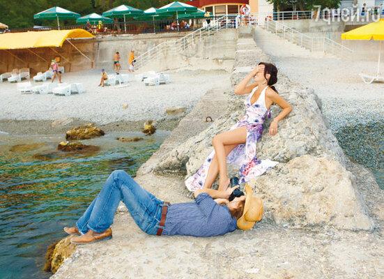 «Муж был так занят катком, что за все лето всего два раза был на море...»На набережной Ялты после вечернего шоу