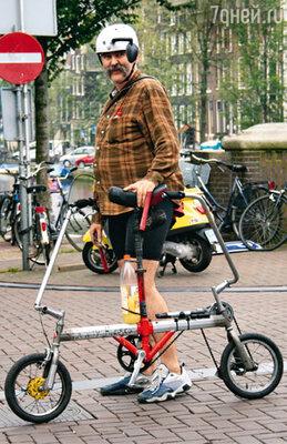В Амстердаме можно встретить и такое затейливое велотранспортное средство