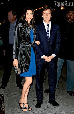 С женой Нэнси на вечеринке в Нью-Йорке, которую пара устроила для своих американских друзей и родных Нэнси после свадьбы. 21 октября 2011 г.