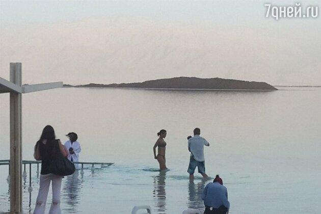 Рианна на Мертвом море