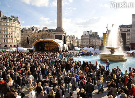Широкая Масленица на Трафальгарской площади в Лондоне собрала несколько тысяч поклонников всего русского
