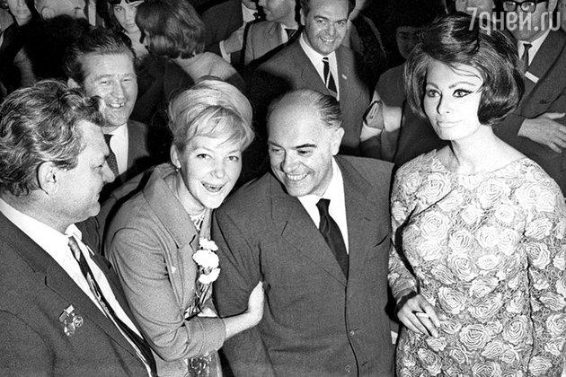 Сергей Бондарчук, Ирина Скобцева, Карло Понти и Софи Лорен, 1964 г.