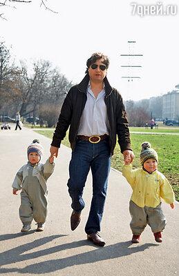 Я был сыновьям «круглосуточной нянькой»: кормил, укладывал, гулял