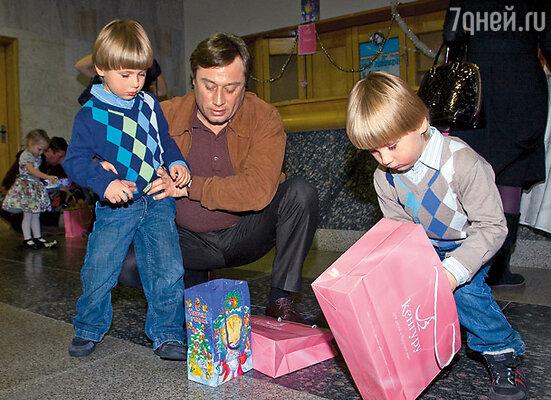 Подарки на дни рождения и праздники у Шукшиных дарить не принято. Сюрпризы для «масиков» и Макара устраиваю только я