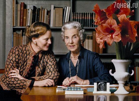 Бабушка кронпринца Фредерика, королева Ингрид (справа), души не чаяла в своем внуке