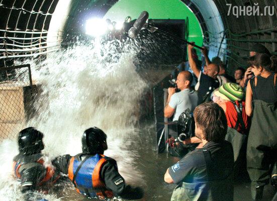 Воду для съемок постоянно подогревали и обрабатывали специальным дезинфицирующим раствором