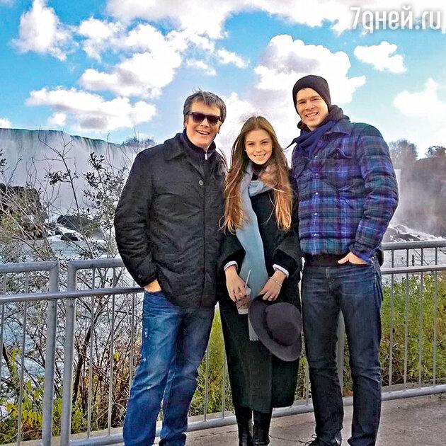 Александр Стриженов со старшей дочерью Анастасией и ее мужем Петром в Америке