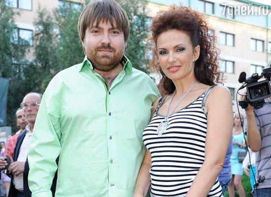 Эвелина Блёданс со спутником